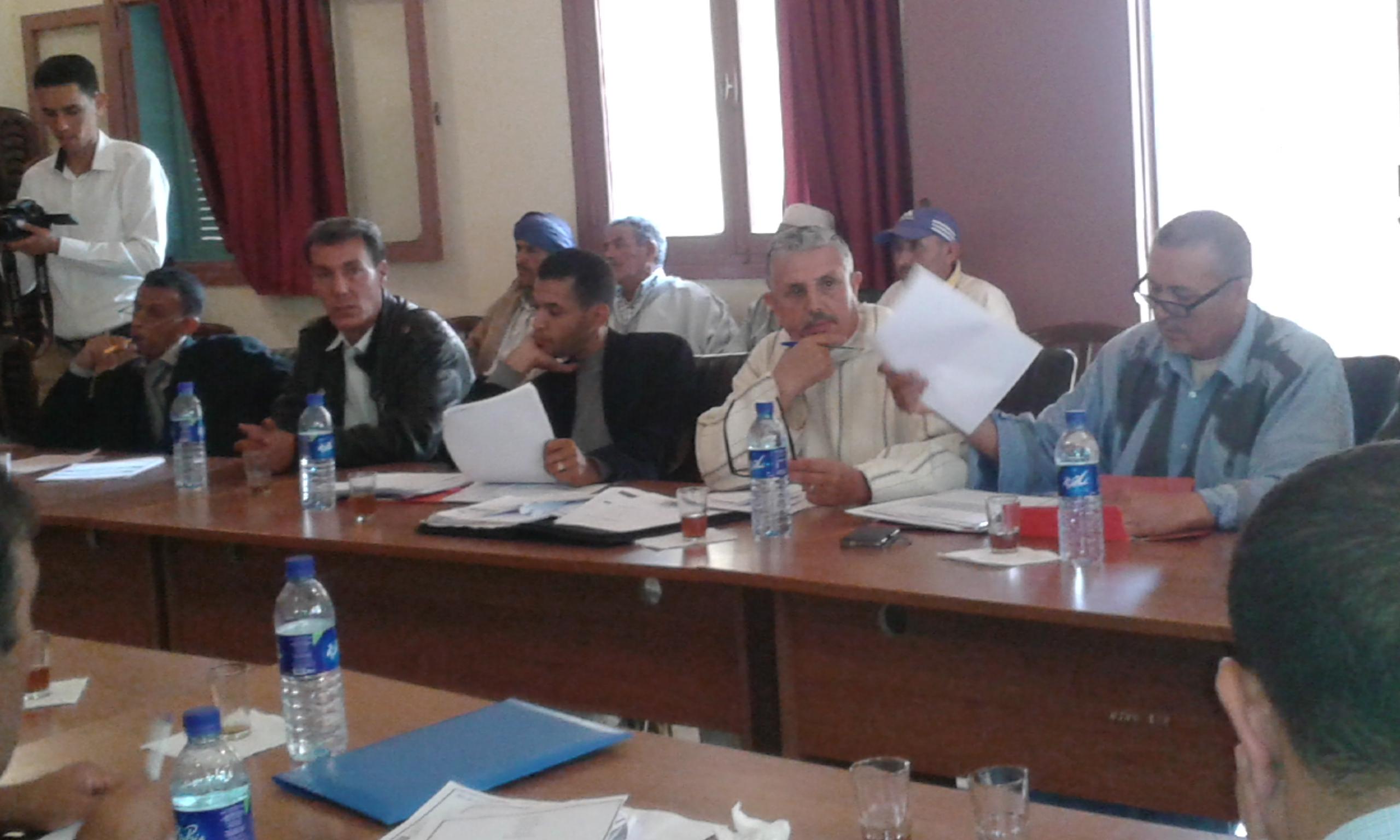 المجلس الجماعي لتيوغزة بإقليم سيدي إفني يعقد دورة أكتوبر العادية ويصادق على مجموعة من القرارات والاتفاقيات.