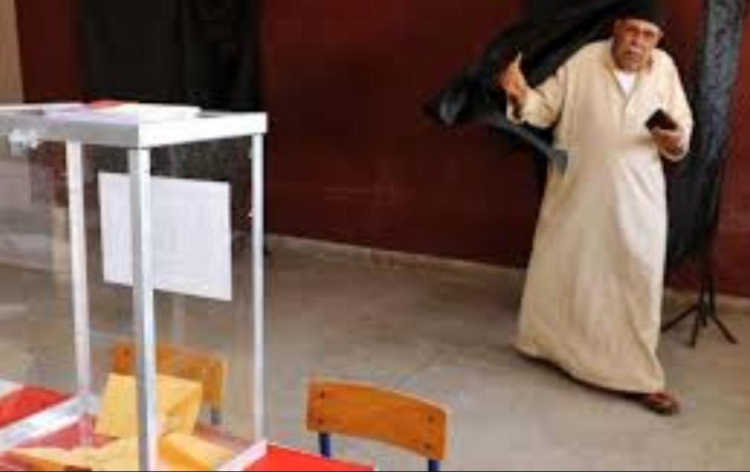 ناخب يفارق الحياة داخل معزل التصويت أتناء الإدلاء بصوته