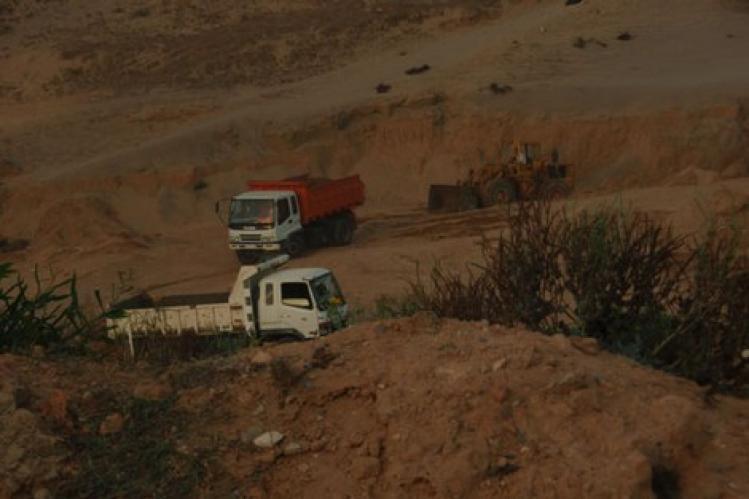 منظمة بيئية بتيزنيت تطالب بوضع حد لاستنزاف الرمال