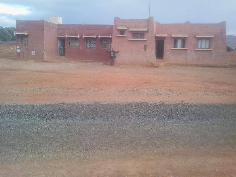 جمعية ثلاث وشن تطالب بحماية المدرسة من المشردين والكلاب الضالة