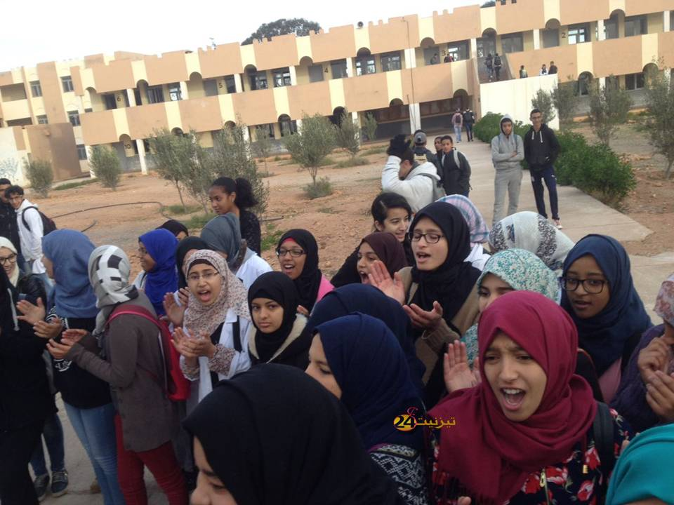 مشاكل تخرج تلاميذ الثانوية التقنية إبن سليمان الرسموكي بتيزنيت الى الاحتجاج