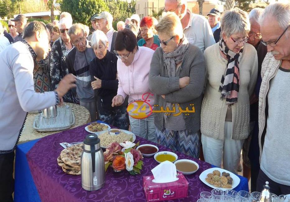 جماعة تيزنيت تحتفل بالسنة الجديدة مع سياح المخيم الجماعي