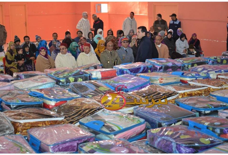 توزيع 250 غطاء على مستفيدين بمدينة تيزنيت