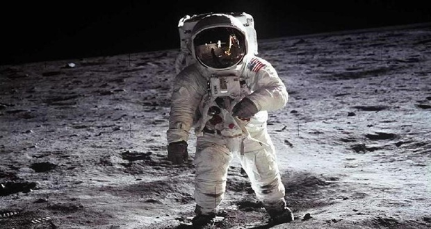"""وفاة """"سيرنان"""" آخر رجل تمشى فوق القمر"""