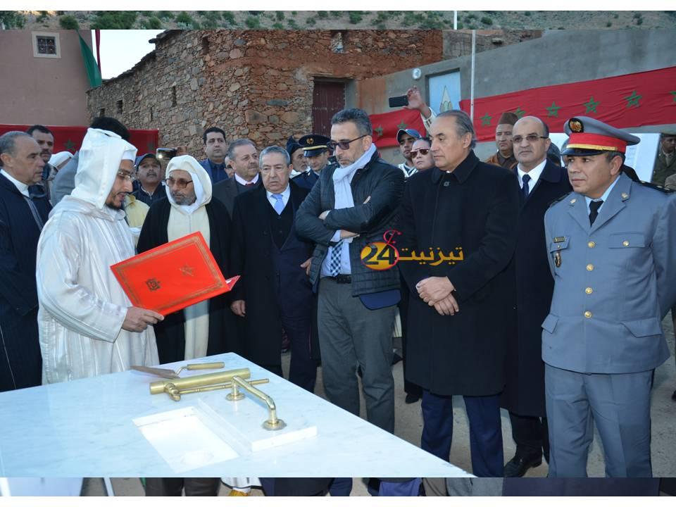 عامل اقليم تيزنيت يشرف على توزيع اعانات و على انطلاقة بناء مسجد بايت اسافن