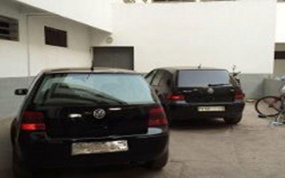"""عصابة """"زيبرا سوداء"""" تطارد الضحايا قرب مطار اكادير بطريقة أفلام الأكشن"""