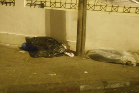انزكان : مشرّدون يتوسدون أكياسا بلاستيكية ليلة رأس السنة