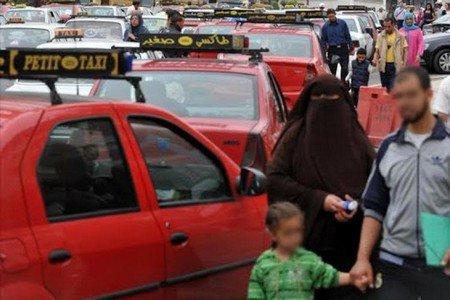 """""""حيد علينا القرآن"""" تتسبب في عراك بين سيدة و سائق طاكسي بالبيضاء"""