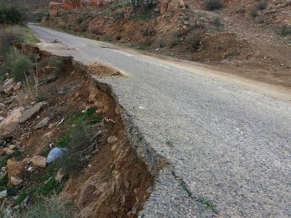 مواطنون بجماعة تيزغران باقليم تيزنيت يستغيثون لاصلاح طريق