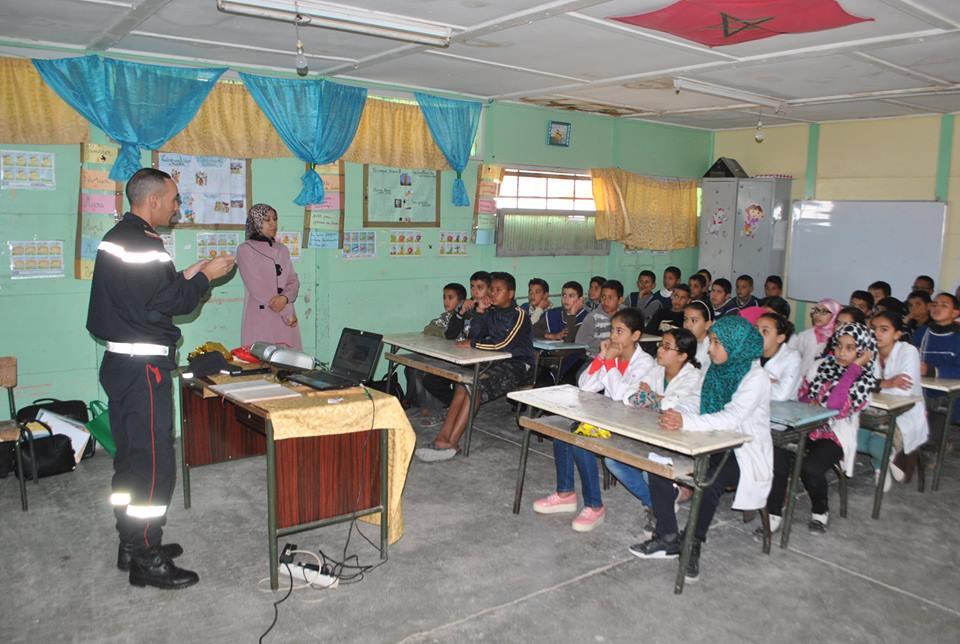 دروس نظرية و تطبيقية في السلامة الطرقية لتلاميذ مدرسة البساتين بحي دوتركا