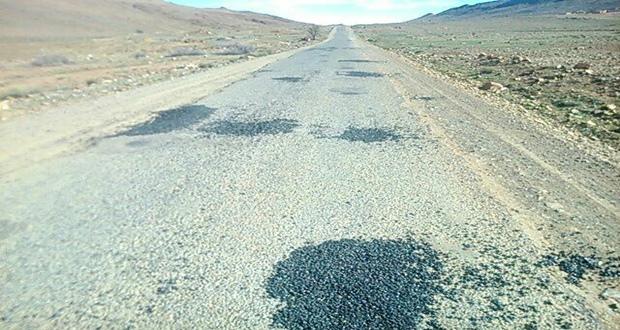 """فاعلون جمعويون يطالبون بإصلاح الطريق الرابط بين """"إداوسملال"""" و""""آيت وافقا"""" تجنبا لحوادث السير"""