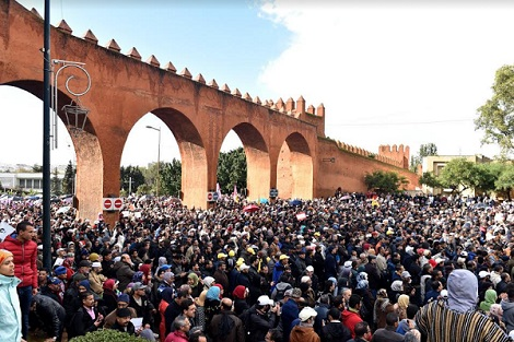 """""""إعفاءات العدل والإحسان"""" تخرج آلاف المحتجين إلى شوارع الرباط"""