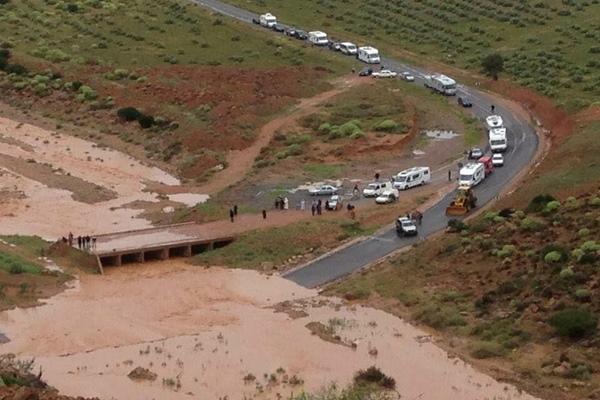 انقطاع الطريق الرابطة بين إفني وكلميم ومسؤولو الإقليم يتدارسون مشروع الإصلاح