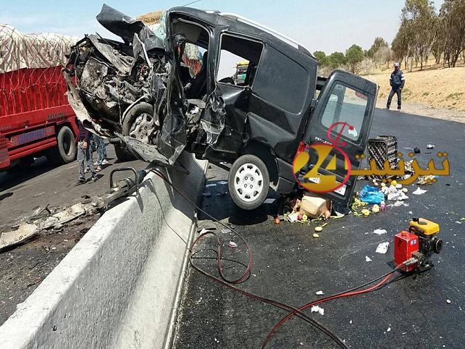 مصرع شخصين واصابة 6 اخرين بجروح في حادثة سير بين تيزنيت و اكادير + صور