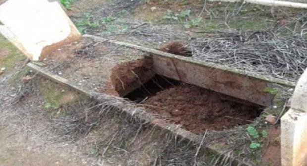 سرقة جثة مهاجر بها كنز من مقبرة معروفة بعد دفنها خلال السبعينيات