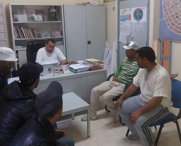 باعة جائلون يحملّون مسؤولية اعتقال زملائهم لجماعة تيزنيت