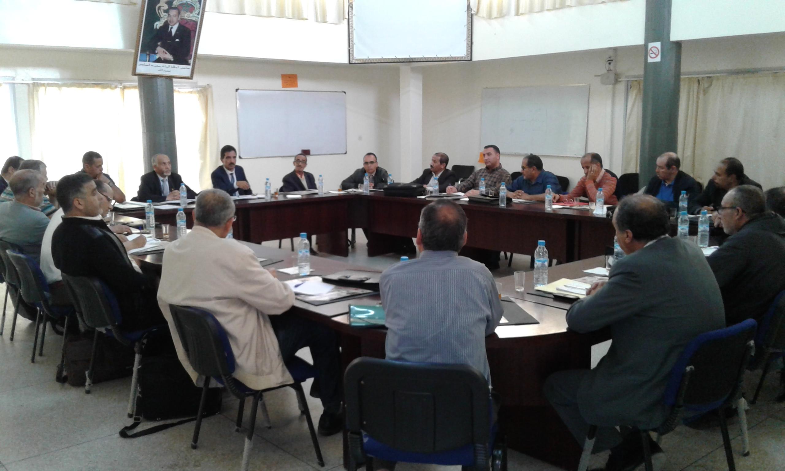 المدير الإقليمي بتيزنيت يعقد لقاء تنسيقيا مع مفتشي المراقبة التربوية  والتوجيه والتخطيط  التربوي والمراقبة المادية والمالية للمؤسسات
