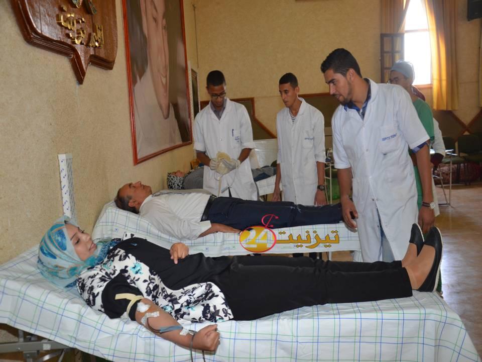 أطر و مسؤولي عمالة اقليم تيزنيت يتبرعون بالدم