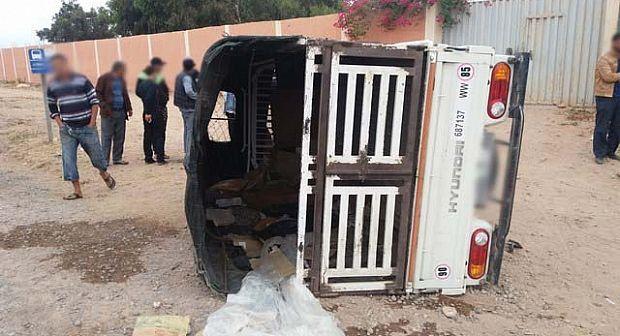 """صور حادثة سير ' تين علي منصور"""" بالطريق الوطنية 1 بين تيزنيت و اكادير"""