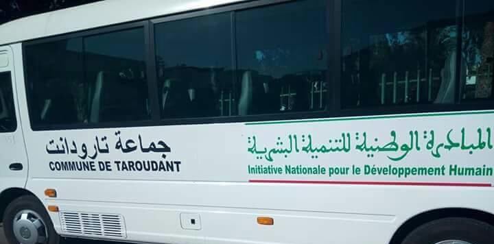 """نقل مشاركين من تارودانت الى اكادير تابعين لنقابة """" البيجيدي""""بواسطة سيارات المبادرة"""