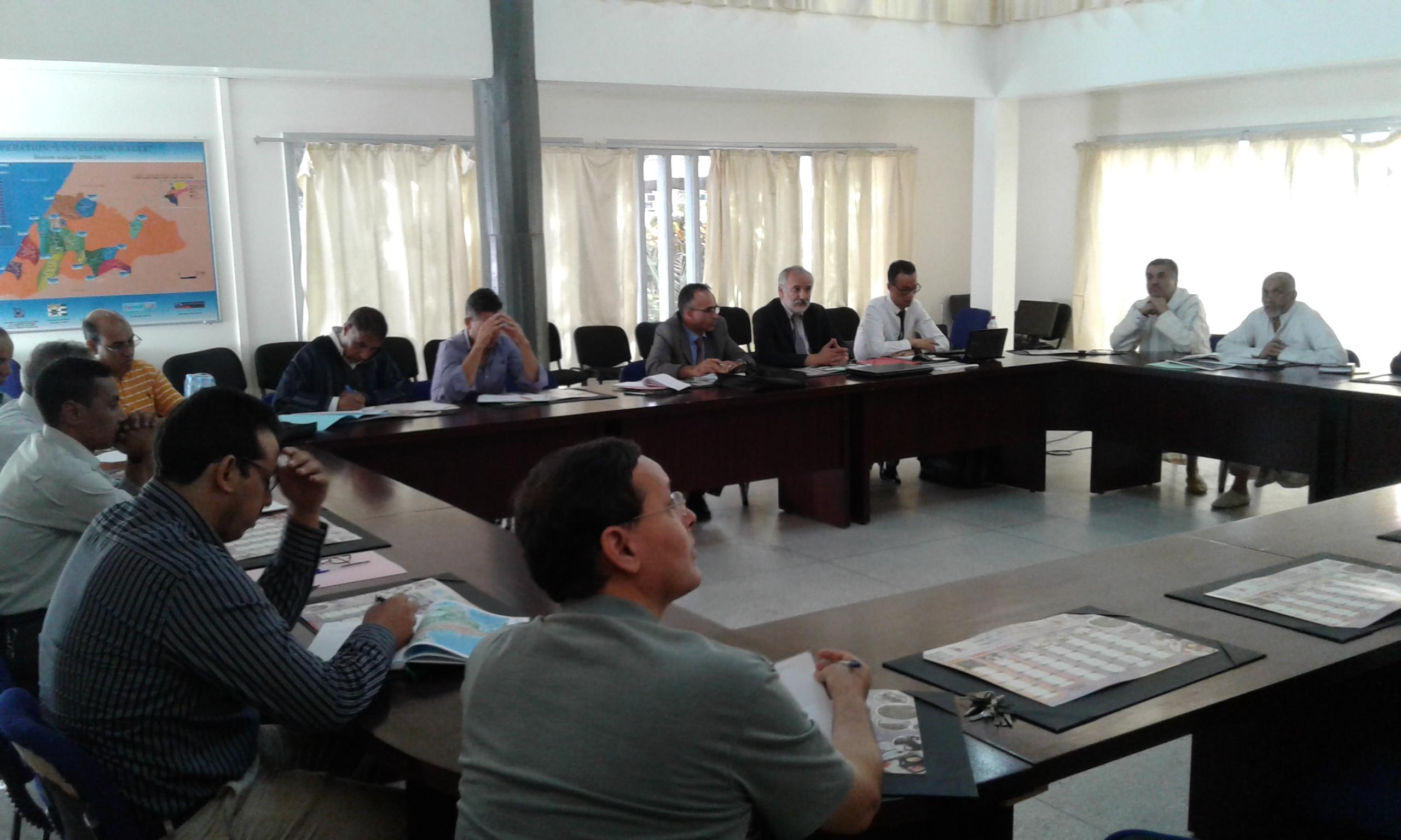 لقاء تواصلي لتقديم الحصيلة المرحلية لتدبير المسالك الدولية للباكلوريا المغربية بالمديرية الاقليمية بتيزنيت