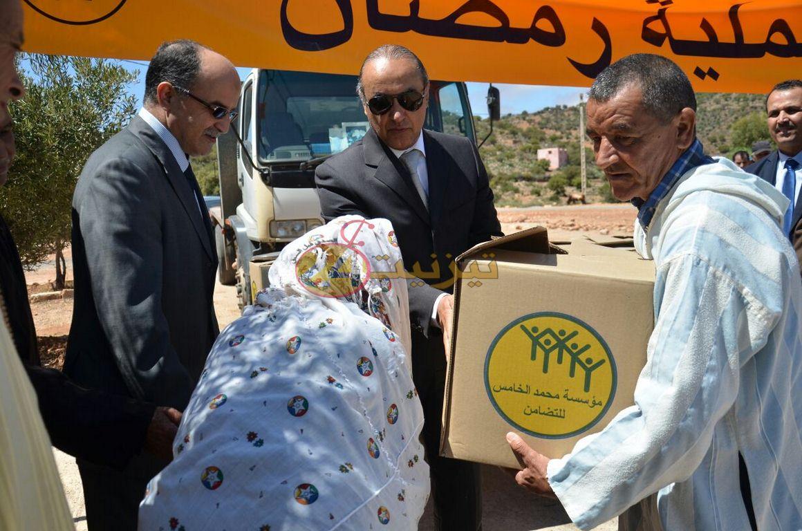 """عامل اقليم تيزنيت يعطي انطلاقة عملية الدعم الغذائي """"رمضان 1438"""""""
