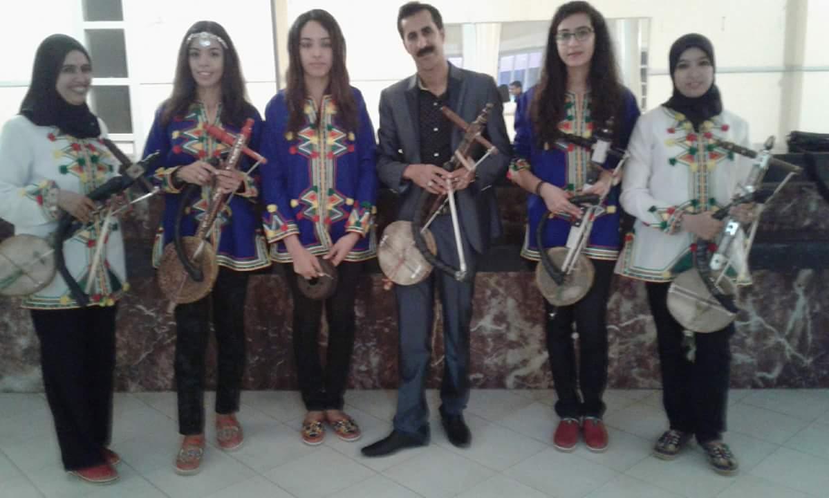 طالبات بمعهد الحاج بلعيد بتيزنيت يعزفن على الة الرباب الامازيغي