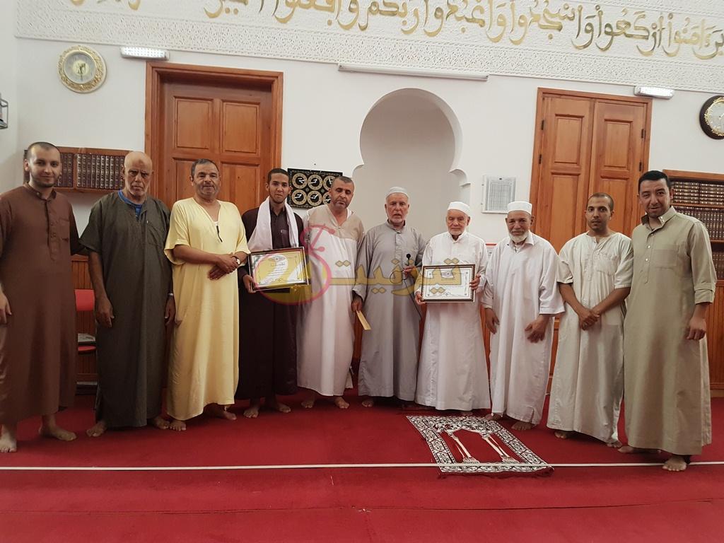 جمعية رعاية مسجد الغفران تكرم مشفع صلاة التراويح و التهجد بالمسجد