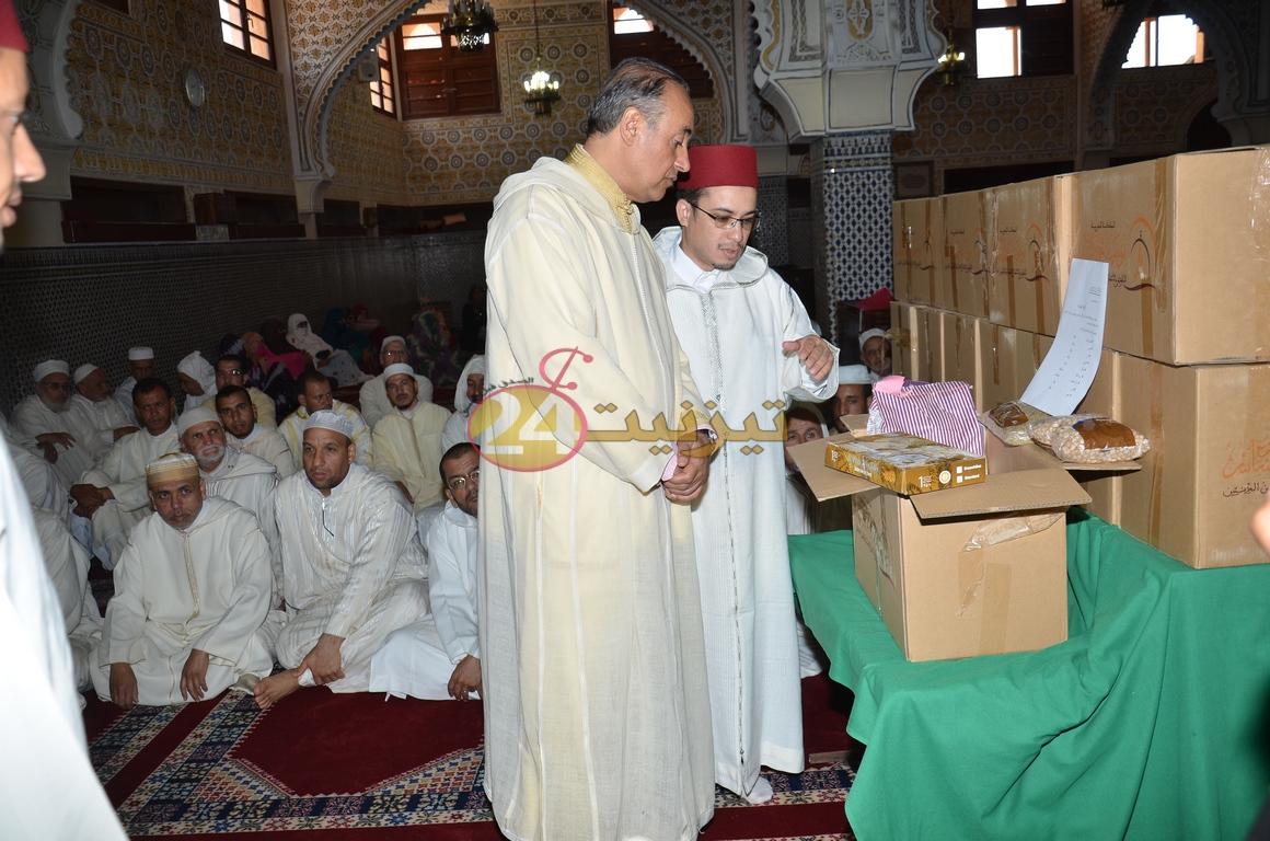 عامل الإقليم يشرف على عملية توزيع اعانات غذائية على القيمين الدينيين