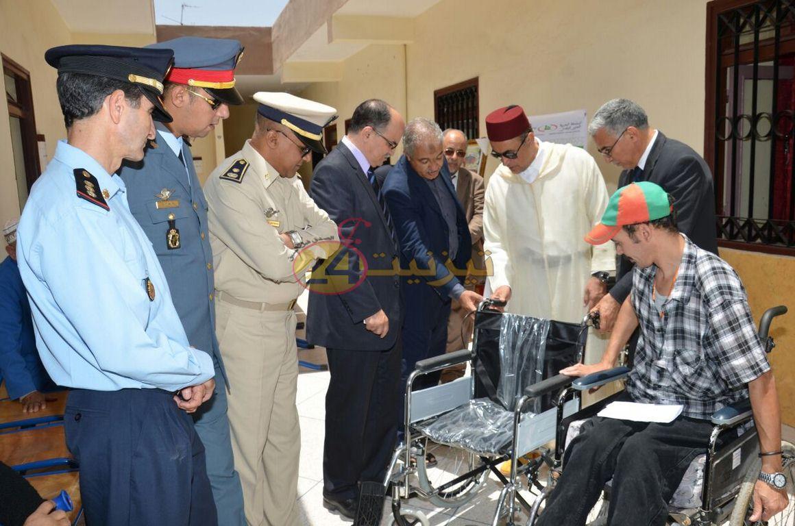 عامل اقليم تيزنيت يعطي انطلاقة توزيع مساعدات على الاشخاص في وضعية اعاقة