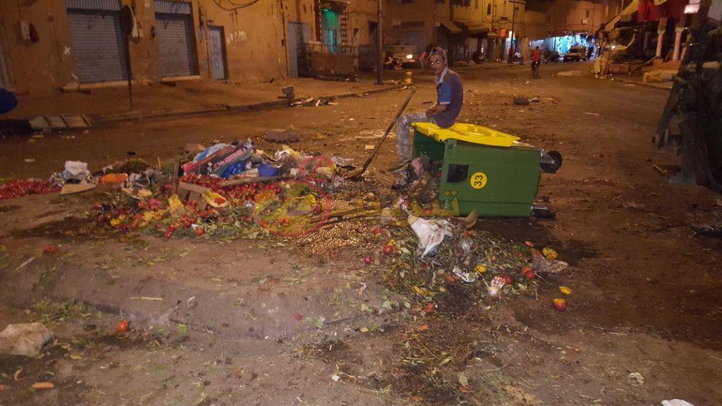 شوارع و فضاءات تيزنيت تغرق في أكوام من الأزبال ليلة العيد