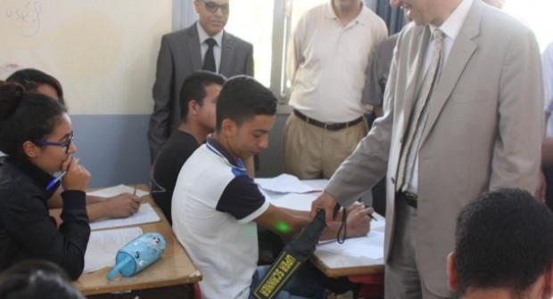 المحكمة الادراية ترفض طعن 19 مترشحا باكادير ضبطوا و بحوزنهم هواتف نقالة أثناء الامتحانات