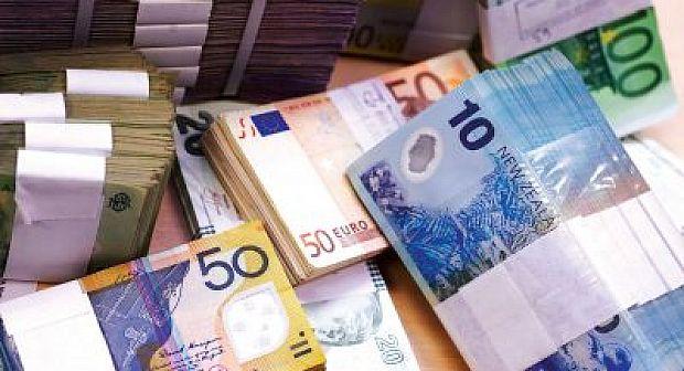 تجار العملة يستعدون لإحتكار الاورو والدولار من السوق بعد تعويم الدرهم
