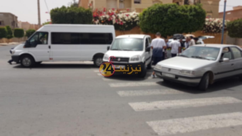 حادثة سير بطريق افني بين سيارتين و حافلة للنقل +صور