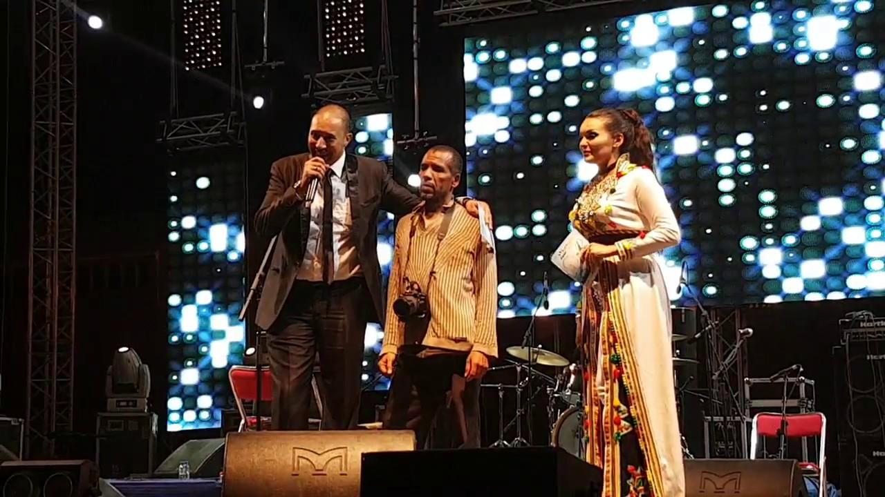 فيديو : مهرجان تيميزار يكرم القيدوم الحسن بايا