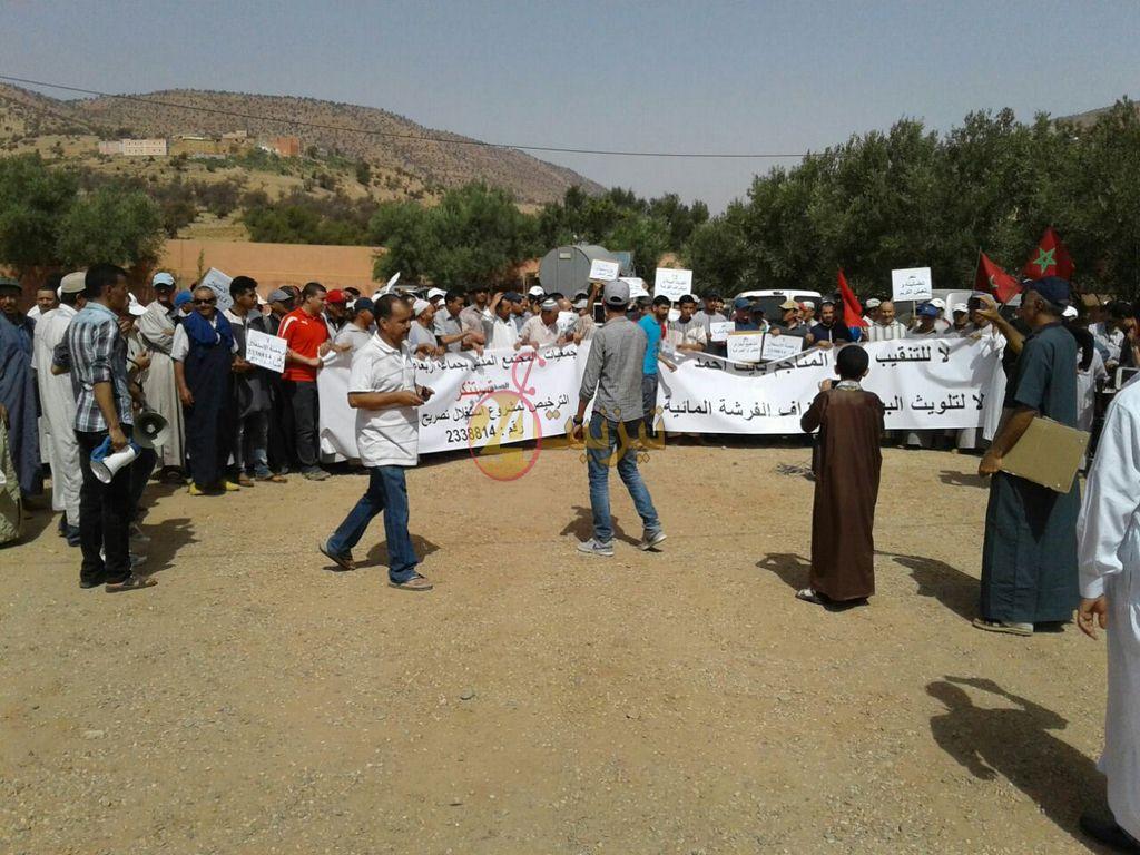 بالفيديو: الوقفة الاحتجاجية لساكنة جماعة ايت حماد ضد احداث منجم
