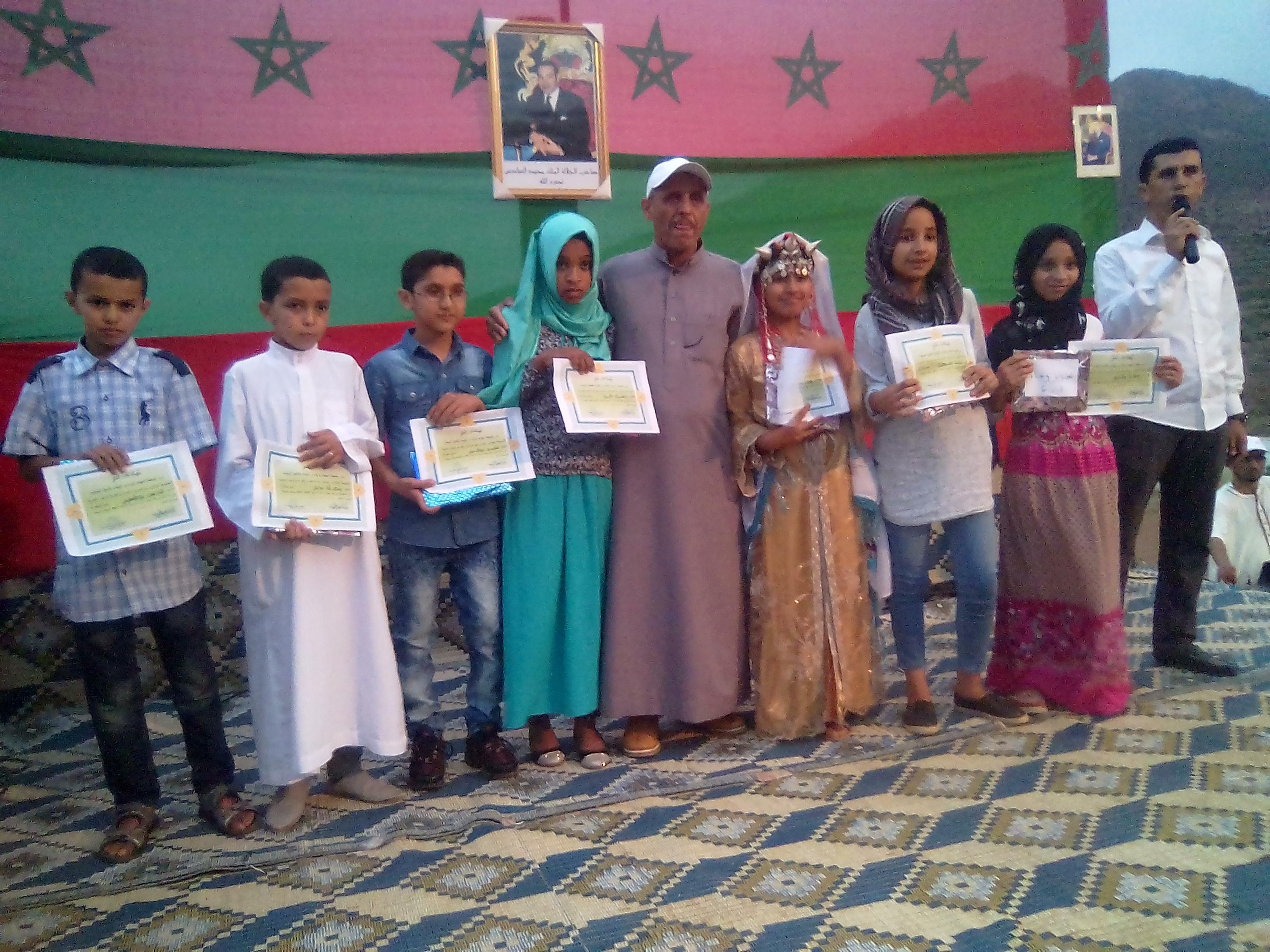 جمعية أمهات وآباء وأولياء تلاميذ الوحدة المدرسية أوشان بجماعة أربعاء الساحل تحتفي بالمتفوقين
