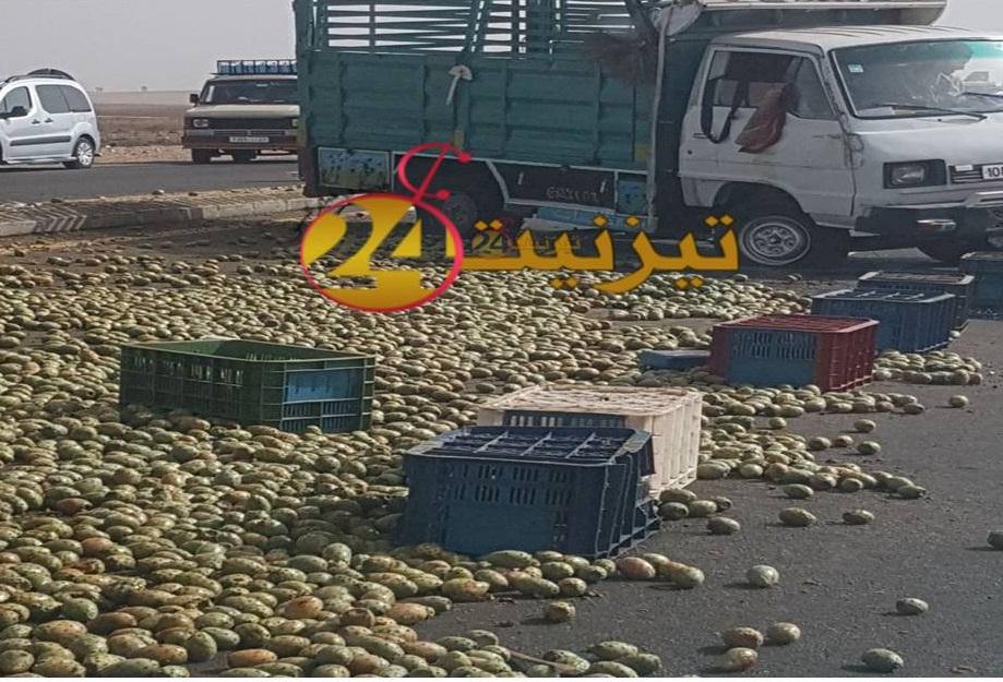 """"""" الهندية """" تتناثر في حادثة سير بالطريق الوطنية بين تيزنيت و اكادير"""