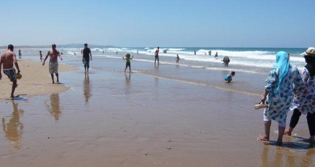 """جمعية """"بييزاج"""" ترصد انتهاكات تطال رمال وواجهة سواحل أكادير"""