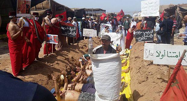 إنزكان : تجار سوق البلاستيك يحتجون بارتداء الأكفان