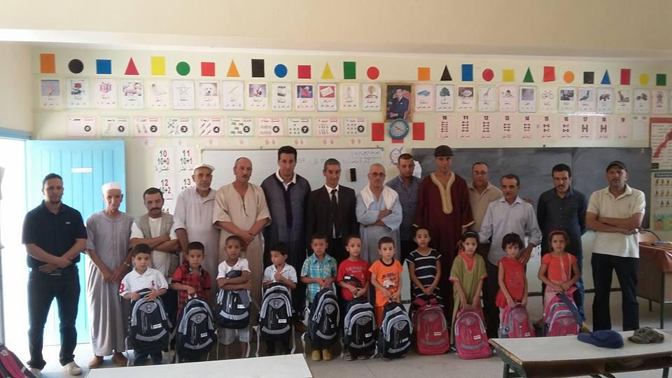 توزيع 101 محفظة على تلاميذ بالمدرسة الجماعاتية بتارسواط دائرة تافراوت