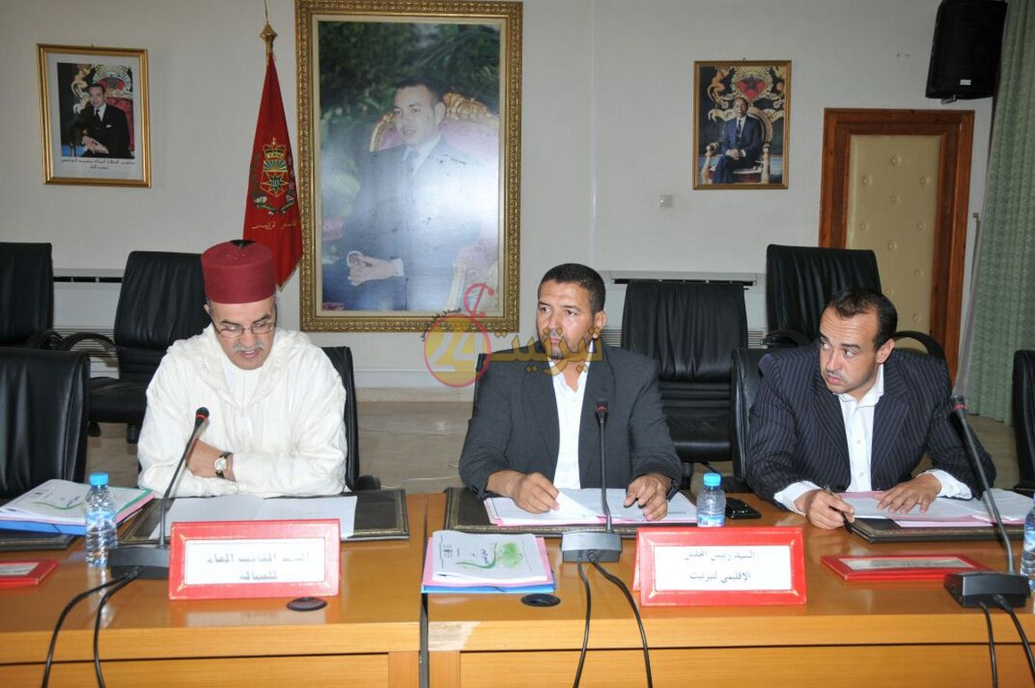 المجلس الإقليمي لتزنيت يناقش الدخول المدرسي ويؤجل ملف المناجم