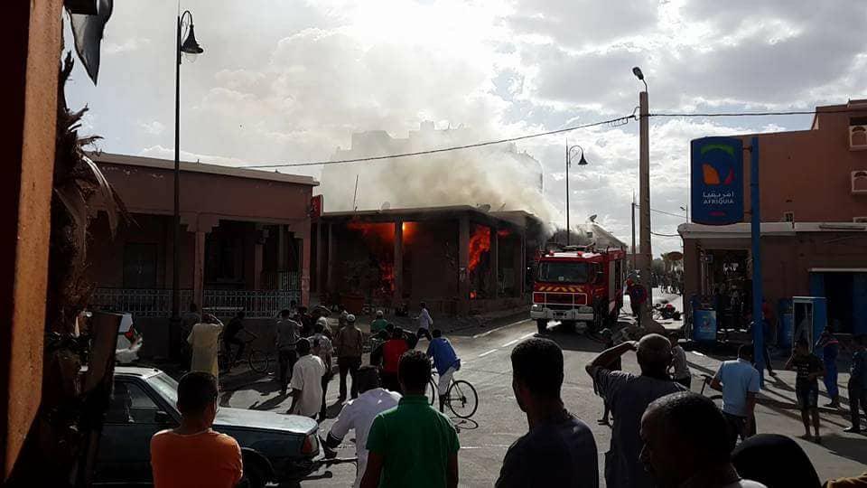حريق يلتهم محلات تجارية بتافراوت + فيديو و صور