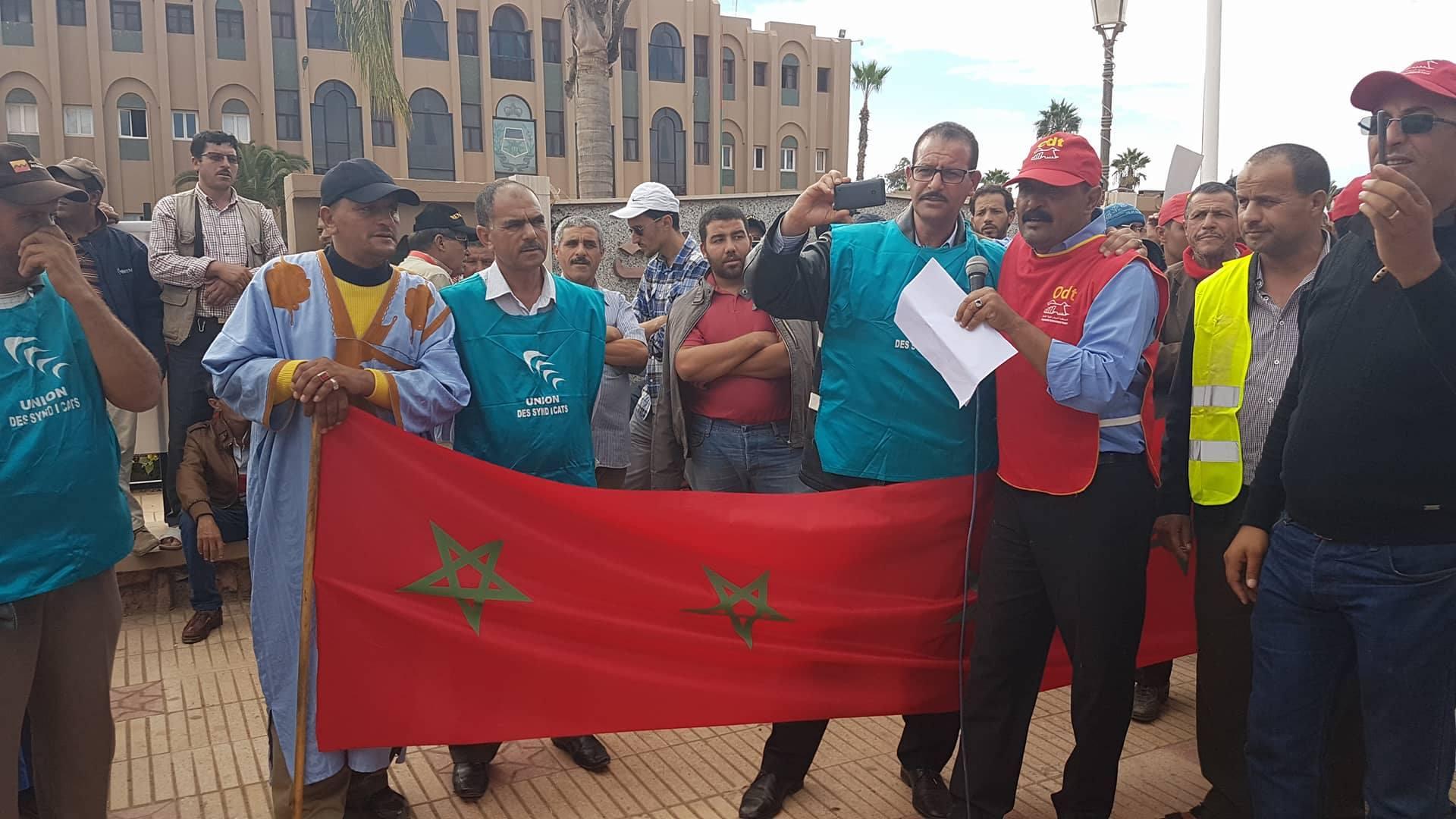 بالفيديو : الوقفة الاحتجاجية لمهنيو النقل أمام عمالة تيزنيت