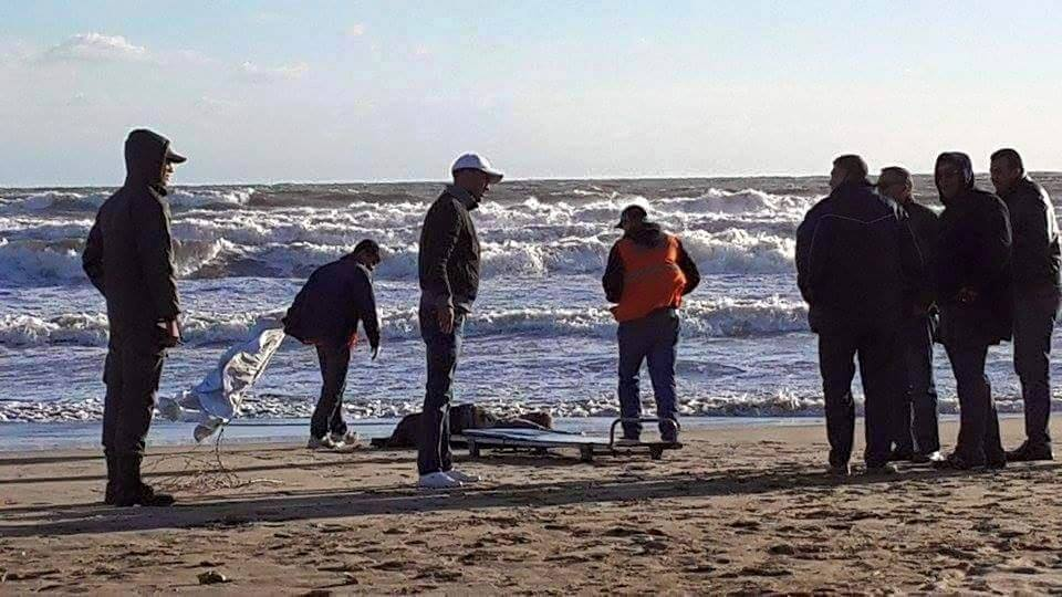بحر اكلو يلفظ جثة الشاب الذي لقي حتفه غرقا الاثنين الماضي