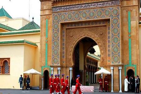 الأمن يحقق مع أجانب حلقوا بطائرة فوق القصر الملكي