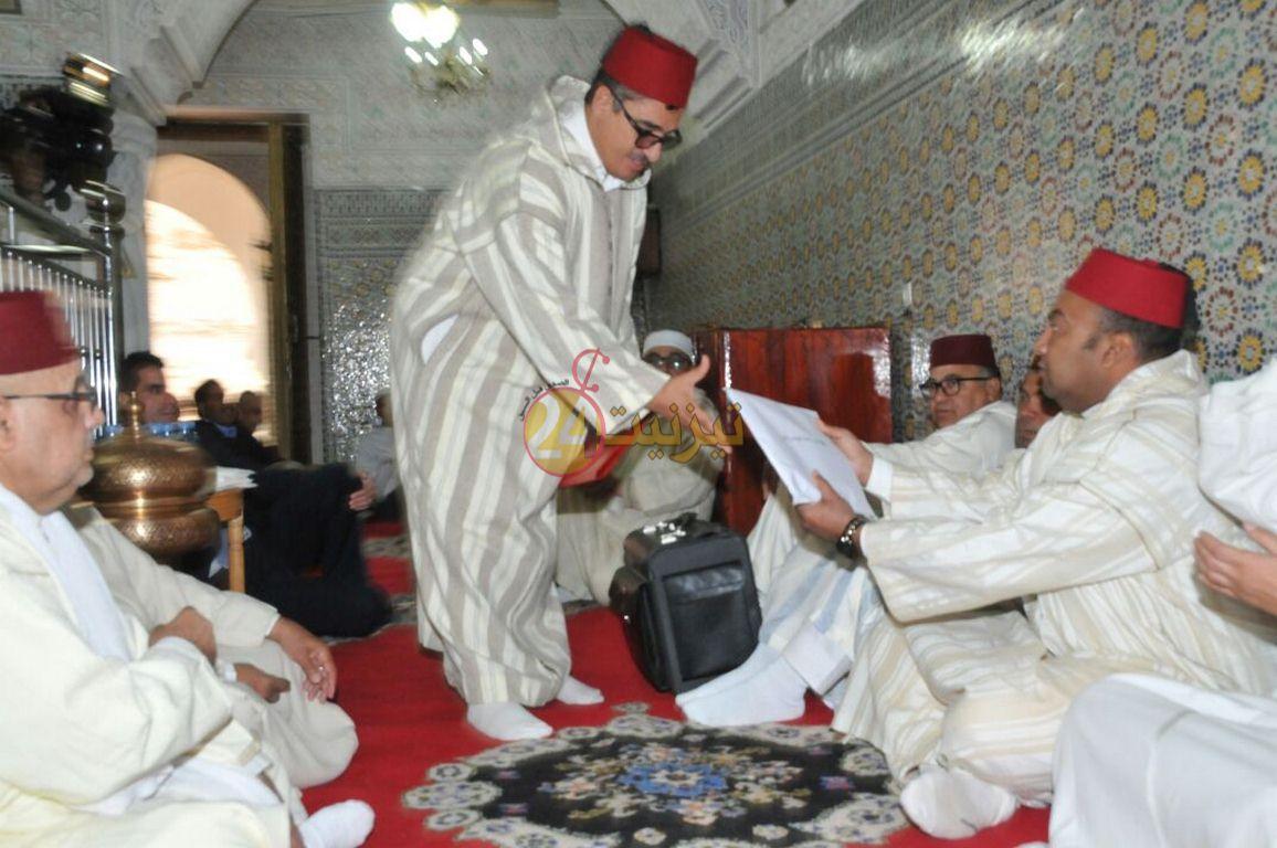 تسليم هبة ملكية لشرفاء زوايا سيدي أحمد أوموسى الشيخ ماء العينين و سيدي وكاك
