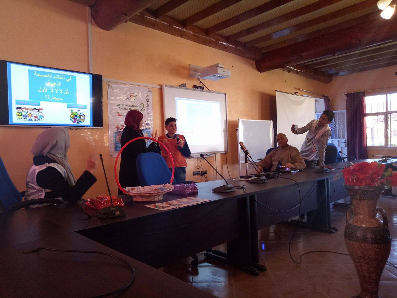 تيزنيت : النادي الصحي والبيئي لثانوية الوحدة التاهيلية يحل بمدينة تافراوت لتحسيس الناشئة بأضرار التدخين