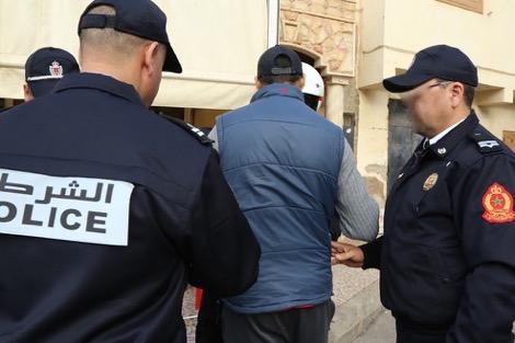 """أمن أكادير يوقف """"شرطيا مزيفا"""" في ملعب أدرار"""
