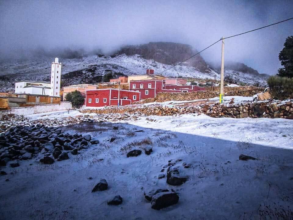 بالفيديو : ثلوج كثيفة صباح اليوم الثلاثاء بجبال تافراوت